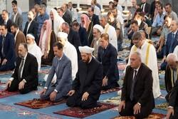«بشار اسد» نماز عید سعید قربان را در مسجد جامع «حمص» اقامه کرد