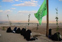 قرائت دعای عرفه در مقبره شهدای گمنام پارک کوهستان سمنان