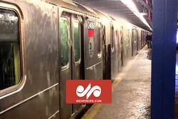سیل چین مردم را در مترو گرفتار کرد