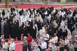 الإيرانيون يقيمون صلاة عيد الأضحى المبارك في مرقد السيدة فاطمة المعصومة (س)