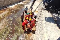 آتش نشانان بجنوردی فرد سقوط کرده به داخل خندق را نجات دادند