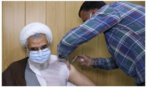 نماینده ولی فقیه در هرمزگان واکسن کوو ایران برکت دریافت کرد