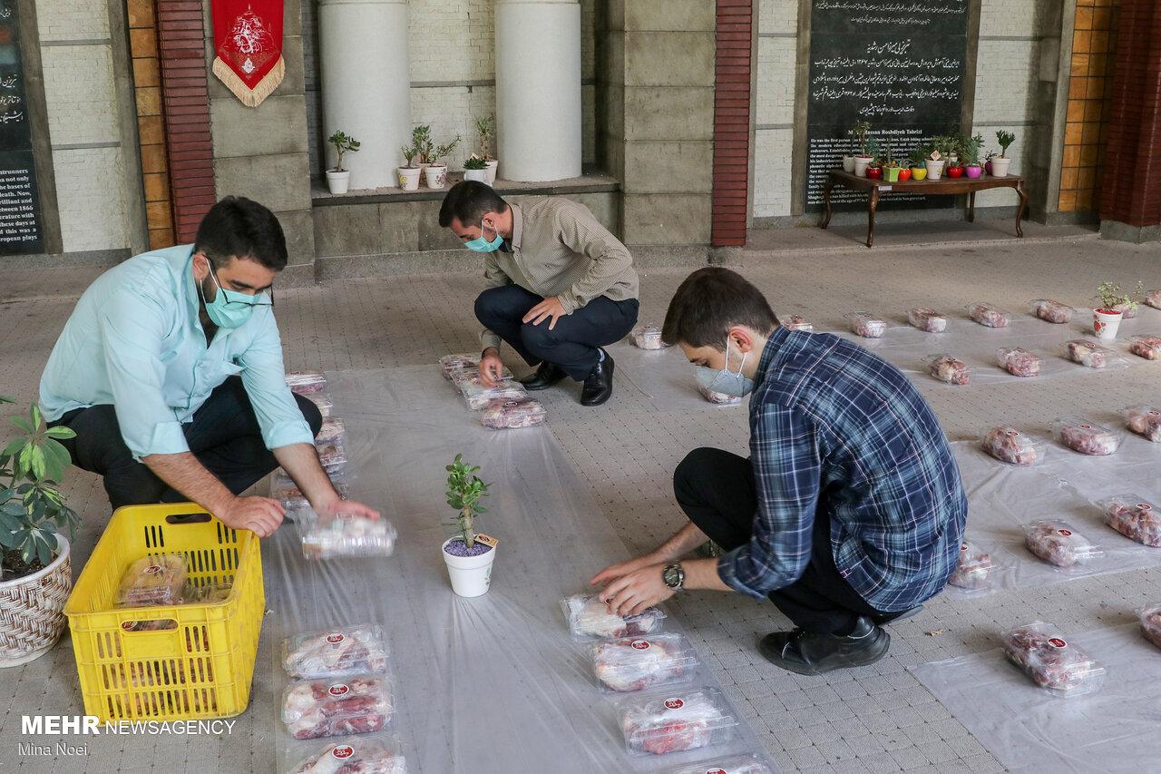 تهیه و توزیع گوشت نذری بین نیازمندان در عید قربان