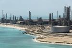 Petrol azalan stoklardan destek buldu