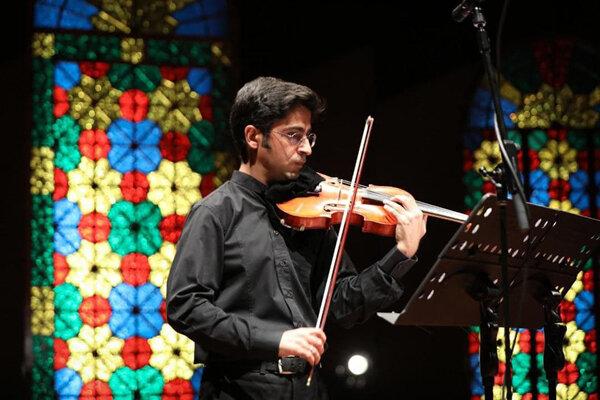تماشای مهمانی مشترک سازهای ایرانی و جهانی در تالار رودکی