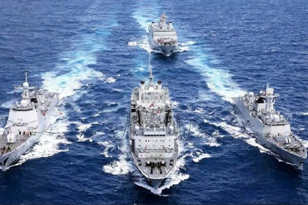 İran savaş gemisi St. Petersburg'da