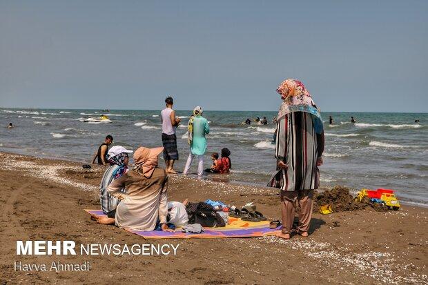 آبتنی در سایه کرونا، ساحل بابلسر