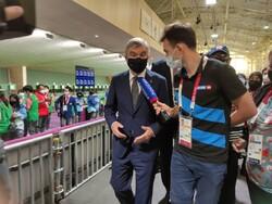 بازدید توماس باخ از رقابتهای تیراندازی بازی های المپیک توکیو