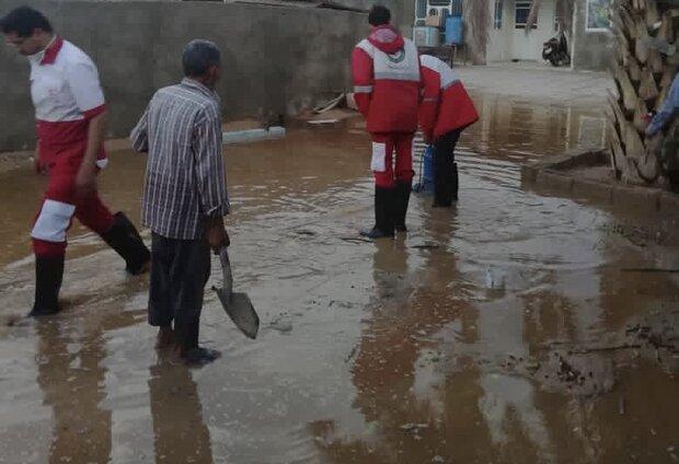 آبگرفتگی منازل مسکونی در زرین دشت / ۴خانوار امدادرسانی شدند