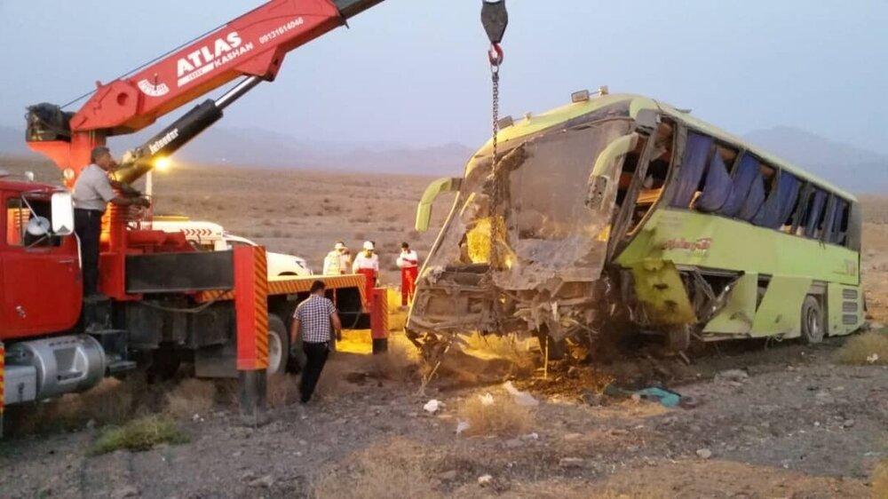 مرگ کمک راننده اتوبوس مسافربری تهران – یزد در تصادف آزادراه کاشان