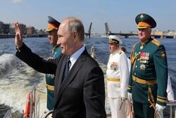 بوتين يحضر العرض العسكري بمناسبة عيد البحرية الروسية يوم 25 يوليو