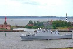 İran savaş gemisi St. Petersburg'daki geçit törenine katıldı
