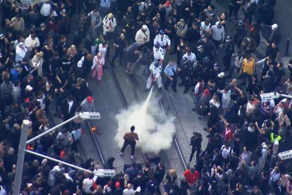 آسٹریلیا میں کورونا لاک ڈاؤن میں مزید سختی کے بعد مظاہرے شروع ہوگئے