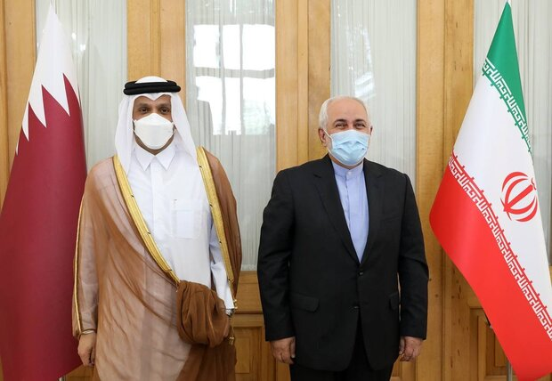 ظريف يبحث مع نظيره القطري آخر التطورات في العلاقات الثنائية والقضايا الإقليمية والدولية