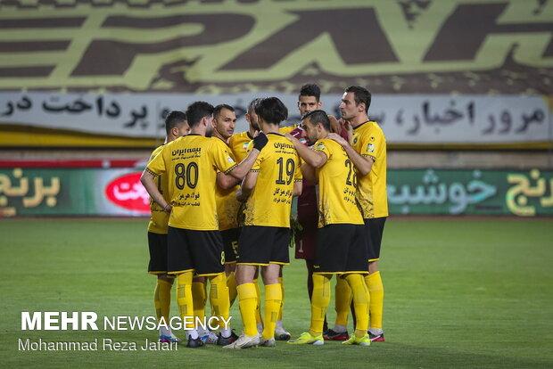 دیدار تیم های فوتبال سپاهان و ذوبآهن اصفهان