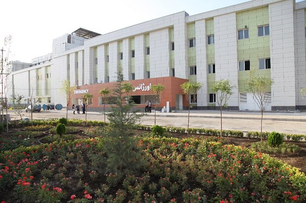 عجله روحانی در قیچی زدن روبان بزرگ ترین پروژه درمانی کشور