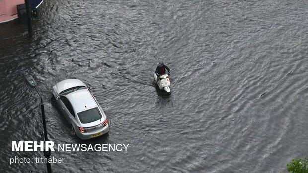 آب گرفتگی  خیابان های لندن به دلیل سیل و طوفان