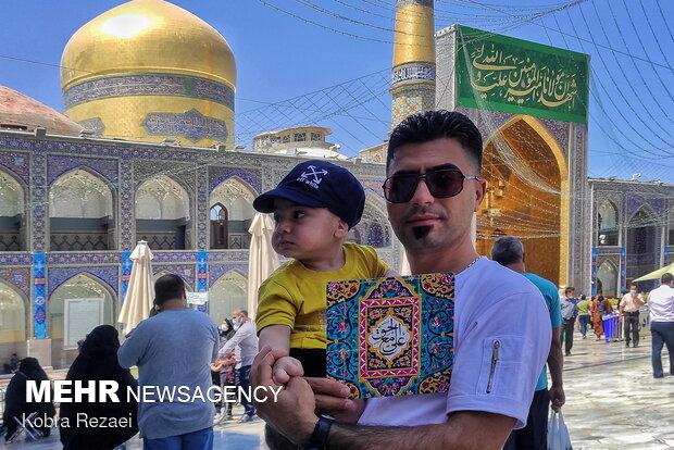 « عَلِیٌّ مَعَ الْحَقِّ» - زائران حرم مطهر رضوی در آستانه عید غدیر