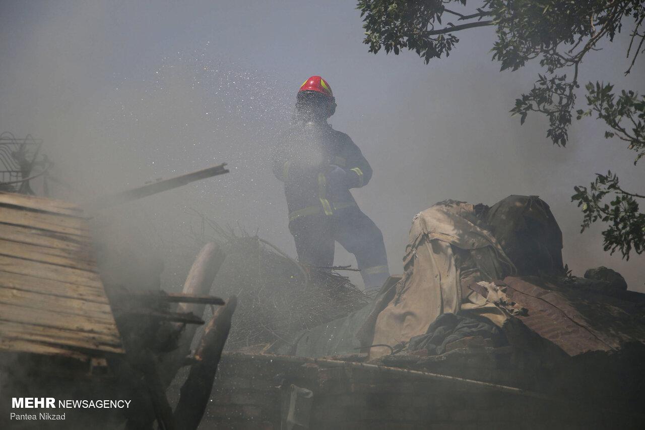 فروشگاه کوثر یک اصفهان در آتش سوخت
