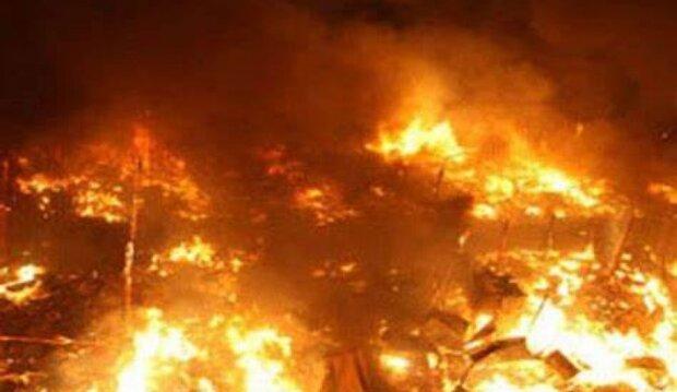 الجيش اللبناني والدفاع المدني يعملان جاهدين على إطفاء حريق في الشمال