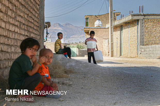 آبرسانی با تانکر به روستاهای با تنش آبی بالا در شهرستان لردگان