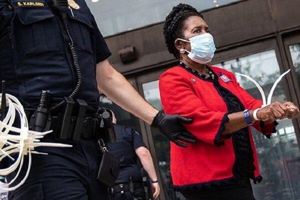 پلیس آمریکا نماینده سیاهپوست کنگره را دستگیر کرد