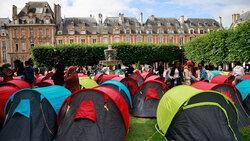 ۴۰۰ بی خانمان در پاریس چادر زدند