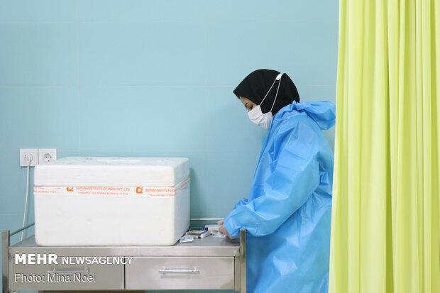 ۲۳۰۰ نفر در مهران واکسن کرونا تزریق کردند