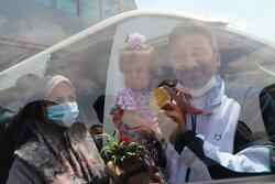استقبال از جواد فروغی در فرودگاه امام (ره)