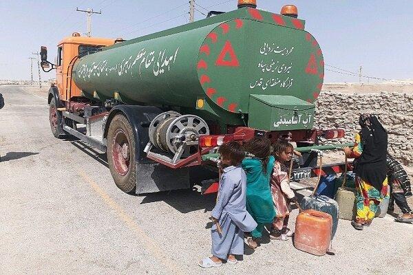 روزانه ۹۰ هزار لیتر آب بین روستائیان هیرمند توزیع می شود