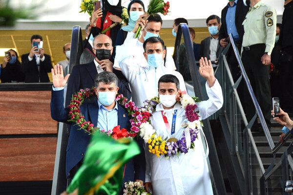 مرد «طلا»یی ورزش ایران به تهران برگشت