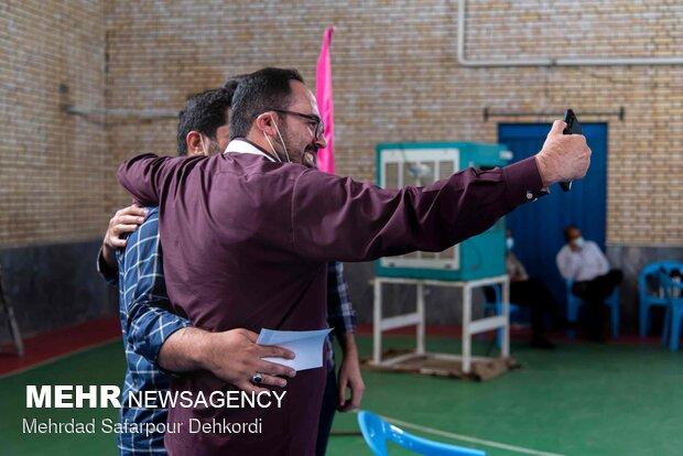 İran'da gazeteciler için aşılama başladı