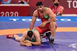 مصارع إيراني يخرج وصيف بطل العالم البلغاري من المنافسات ويحجز بطاقة التأهل