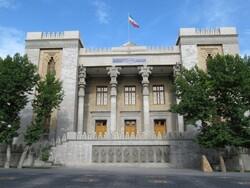 دعوة السفير الدنماركي إلى وزارة الخارجية إثر عزل طفل إيراني عن والدته في هذا البلد