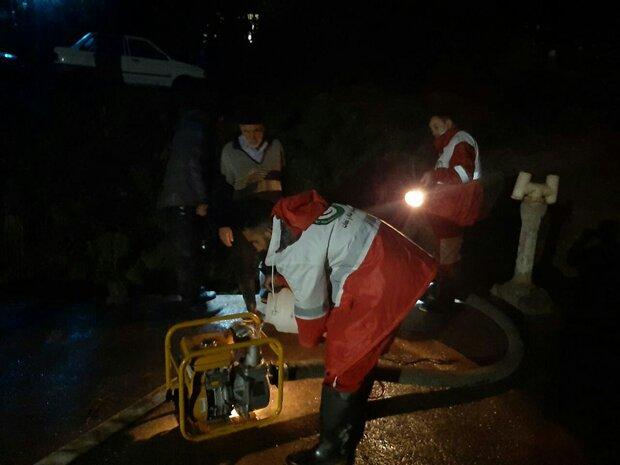 حادثه دیدگان سیل در مشگین شهر امدادرسانی شدند