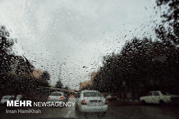 Hemedan kentinde yaz yağmuru