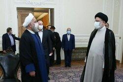 رئیس جمهور سابق دفتر کار را به حجتالاسلام رئیسی تحویل داد