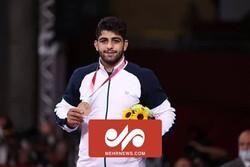 لحظه اهدا مدال برنز المپیک به محمدهادی ساروی
