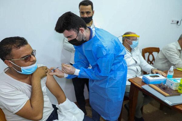 واکسیناسیون کرونا در حرم کاظمین انجام شد