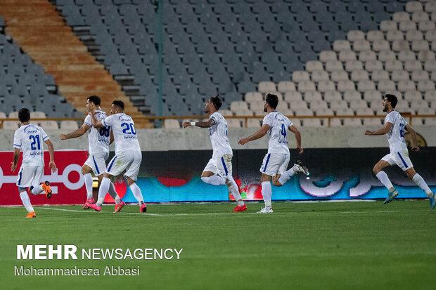 دیدار تیم های فوتبال استقلال تهران و گل گهر