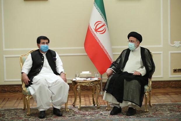 پاکستانی سینیٹ کے سربراہ کی ایرانی صدر آیت اللہ سید ابراہیم رئیسی سے ملاقات