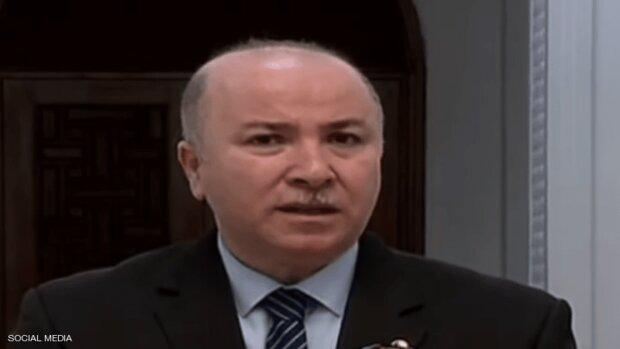 رئيس الوزراء الجزائري يصل طهران