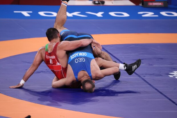 Freestyle wrestler Ghiasi loses to Indian rival