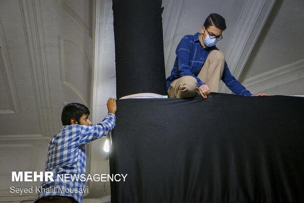 سیاه پوش کردن مسجد مهدی منتظر اهواز در آستانه محرم
