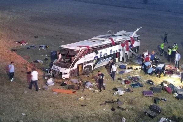 واژگونی اتوبوس در ترکیه با ۱۴ کشته و ۱۸ زخمی