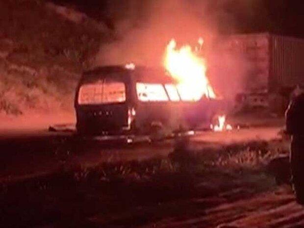 پاکستان میں  مسافر وین میں آتشزدگی سے 10 افراد ہلاک