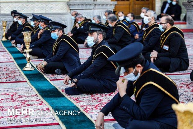 برافراشتن پرچم حسینی بر فراز گنبد حرم حضرت معصومه (س)