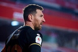 Messi to arrive in Paris later today to sign contract: report