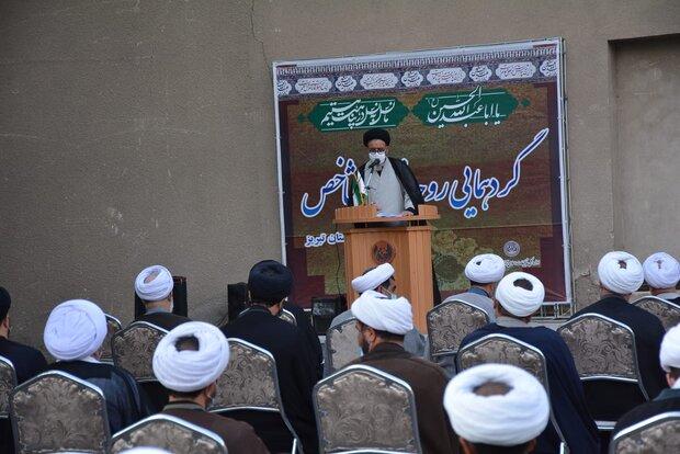 جوانان و نوجوانان باید با مسجد مأنوس شوند