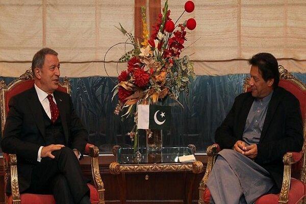 «خلوصی آکار» با نخستوزیر پاکستان دیدار کرد